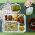 (昼食献立) ・抹茶飯 ・すりみの磯部揚げとえびの天ぷら ・煮物(筍・ふき) ・卵焼き・里芋の味噌かけ ・清汁(シラス) ・抹茶カステラ