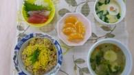 (昼食献立) ・五目鶏飯 ・刺身(鯛・マグロ) ・茶碗蒸し ・小袖団子汁 ・デコポン