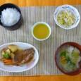 (昼食献立) ・ごはん ・魚のまろやか煮(赤魚) ・キャベツの酢醤油和え ・肉団子と白菜スープ ・ももゼリー