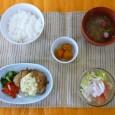 (昼食献立) ・ごはん ・チキン南蛮 ・野菜サラダ ・清汁(しらす) ・きんかん甘煮
