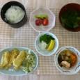 (昼食献立) ・ごはん ・カレイとふきのとうの天ぷら ・炊き合わせ ・清汁(玉ねぎ) ・フルーツ(いちご・キウイ)