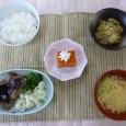 (昼食献立) ・ごはん ・ミートローフ ・南関揚げと白菜の煮びたし ・洋風かき玉汁 ・人参ゼリー