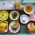 (昼食献立) ・巻き寿司・いなり寿司 ・えびの天ぷら ・うざく ・枝豆豆腐 ・えびしんじょ椀 ・十六夜饅頭
